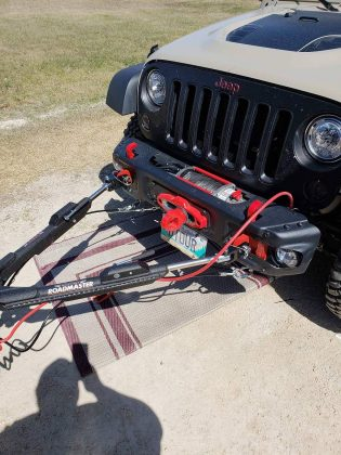Roadmaster Nighthawk hooked up to Jeep Wrangler