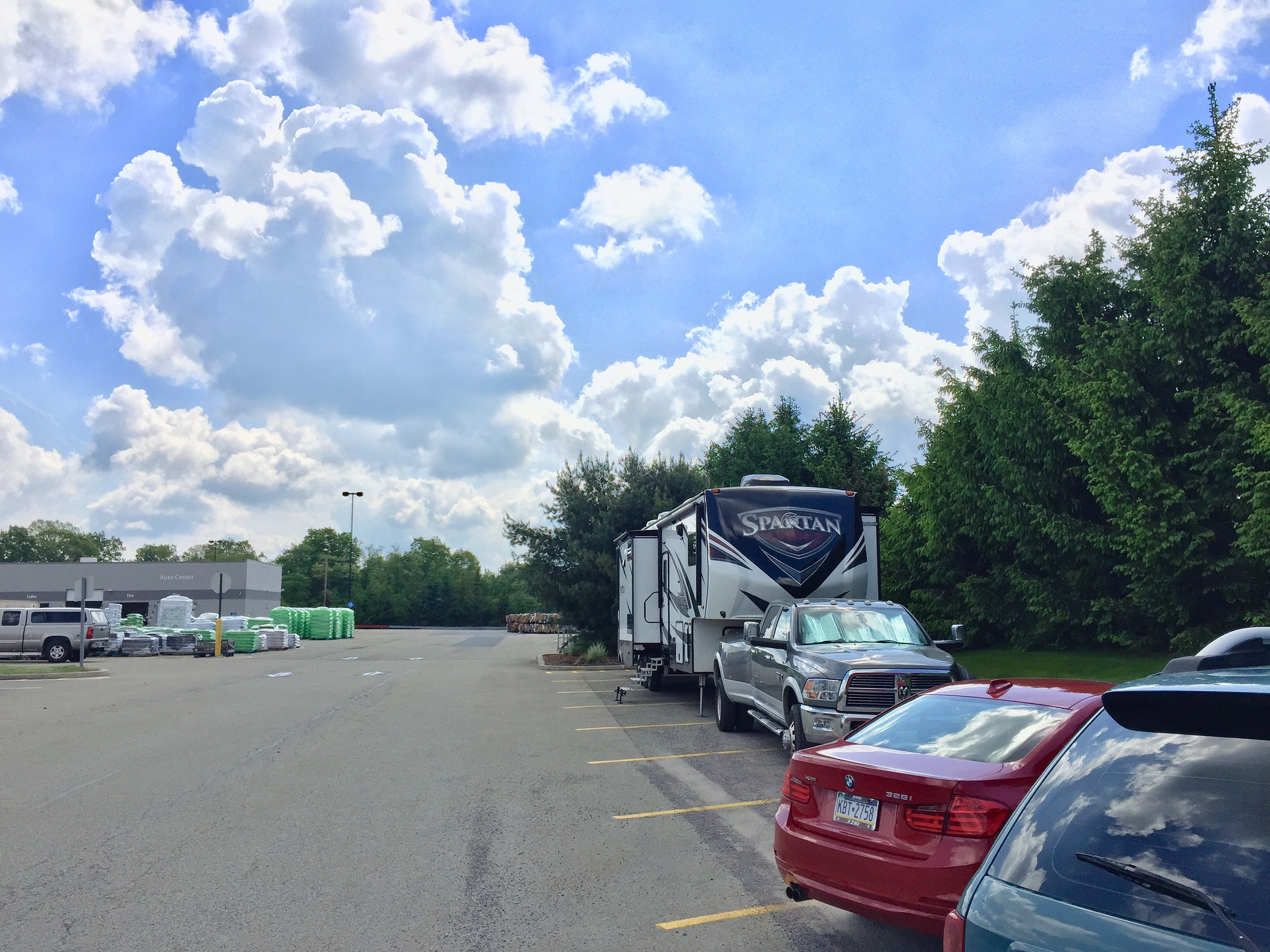 Overnight Parking at Walmarts – good or bad idea? | Learn To RV